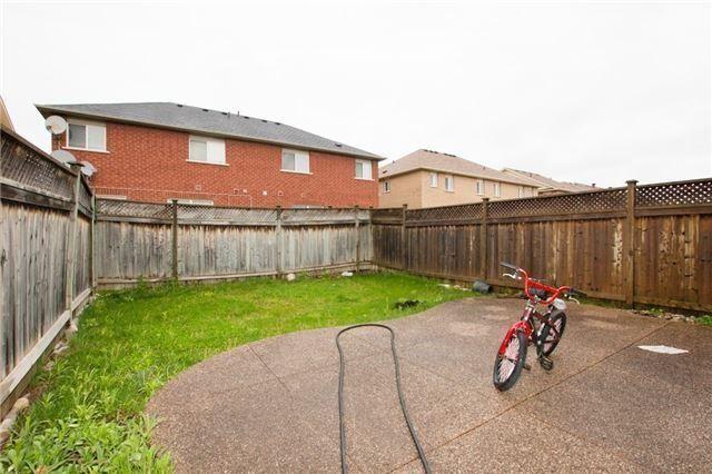 Semi-detached at 5967 Churchill Meadows Blvd, Mississauga, Ontario. Image 14