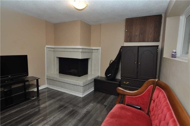 Condo Townhouse at 6780 Formentera Ave, Unit 15, Mississauga, Ontario. Image 3