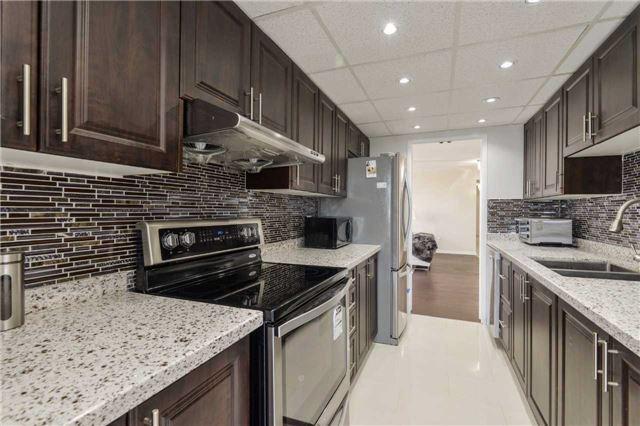 Condo Apartment at 3650 Kaneff Cres, Unit 2303, Mississauga, Ontario. Image 17