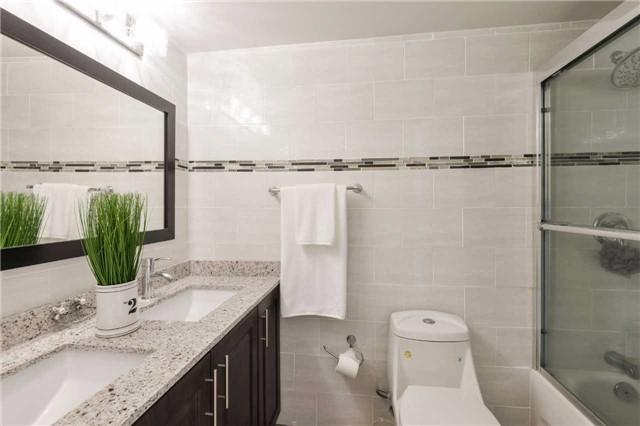 Condo Apartment at 3650 Kaneff Cres, Unit 2303, Mississauga, Ontario. Image 6