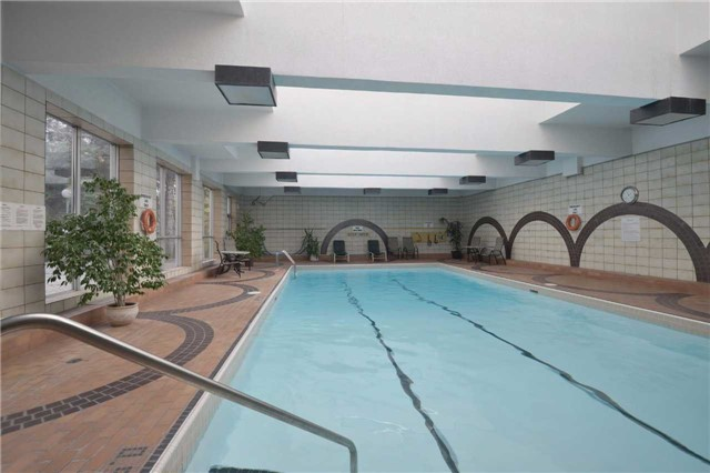 Condo Apartment at 3650 Kaneff Cres, Unit 2303, Mississauga, Ontario. Image 9