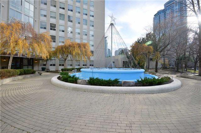 Condo Apartment at 3650 Kaneff Cres, Unit 2303, Mississauga, Ontario. Image 11