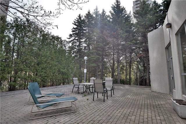 Condo Apartment at 3650 Kaneff Cres, Unit 2303, Mississauga, Ontario. Image 13