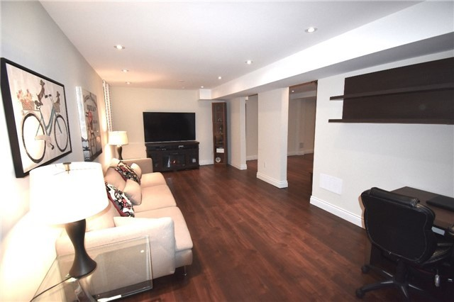 Detached at 3996 Garnetwood Chse, Mississauga, Ontario. Image 11