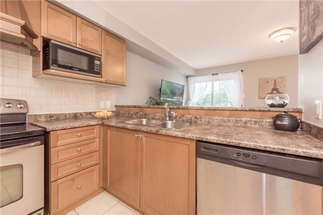 Townhouse at 27 Eagle Trace Dr, Unit 79, Brampton, Ontario. Image 2
