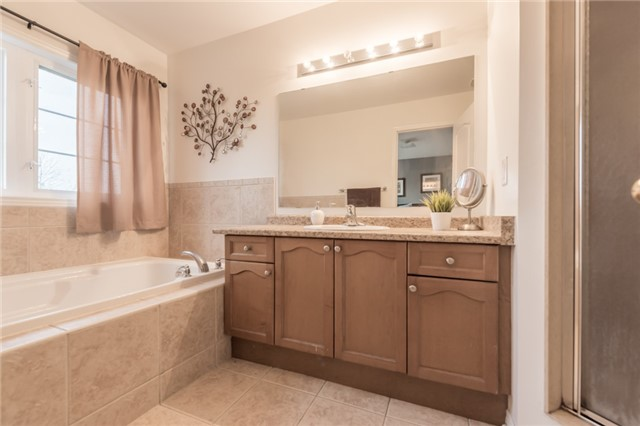 Townhouse at 27 Eagle Trace Dr, Unit 79, Brampton, Ontario. Image 6