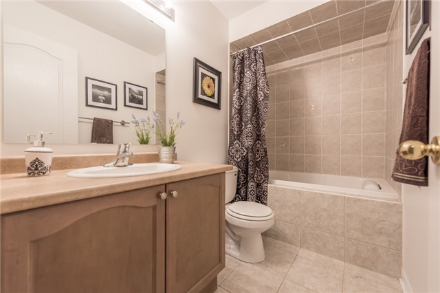 Townhouse at 27 Eagle Trace Dr, Unit 79, Brampton, Ontario. Image 9