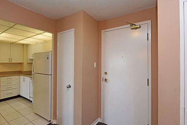 Condo Apartment at 115 Hillcrest Ave, Unit 1413, Mississauga, Ontario. Image 18