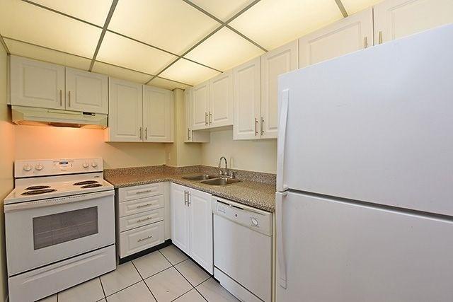 Condo Apartment at 115 Hillcrest Ave, Unit 1413, Mississauga, Ontario. Image 19