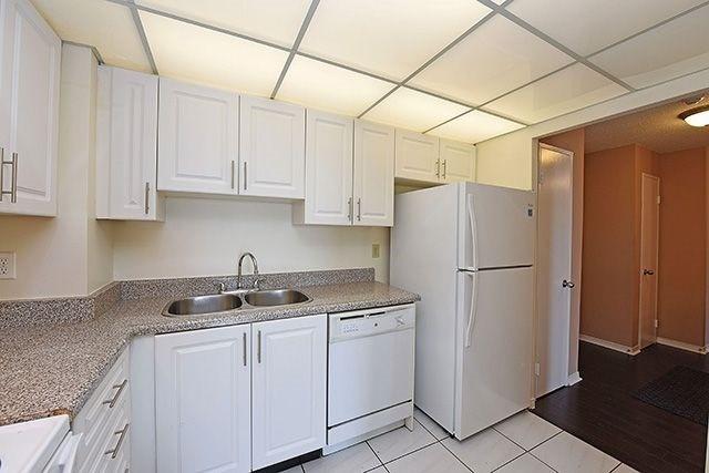 Condo Apartment at 115 Hillcrest Ave, Unit 1413, Mississauga, Ontario. Image 20
