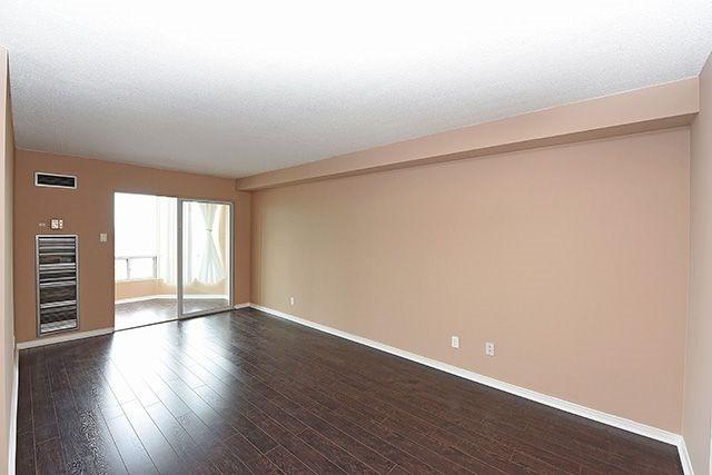 Condo Apartment at 115 Hillcrest Ave, Unit 1413, Mississauga, Ontario. Image 4