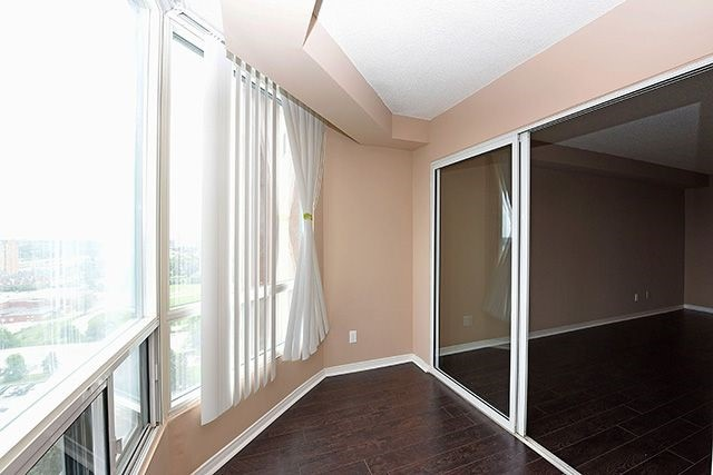 Condo Apartment at 115 Hillcrest Ave, Unit 1413, Mississauga, Ontario. Image 5