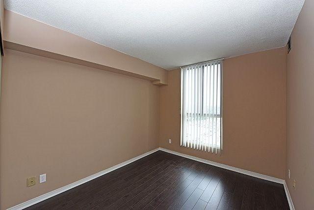 Condo Apartment at 115 Hillcrest Ave, Unit 1413, Mississauga, Ontario. Image 7