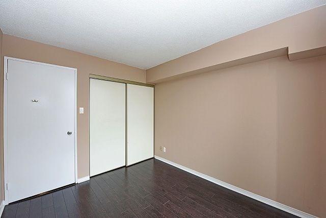 Condo Apartment at 115 Hillcrest Ave, Unit 1413, Mississauga, Ontario. Image 8