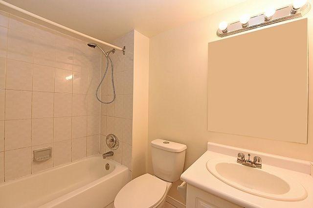 Condo Apartment at 115 Hillcrest Ave, Unit 1413, Mississauga, Ontario. Image 9