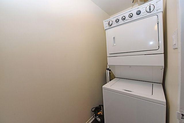 Condo Apartment at 115 Hillcrest Ave, Unit 1413, Mississauga, Ontario. Image 11