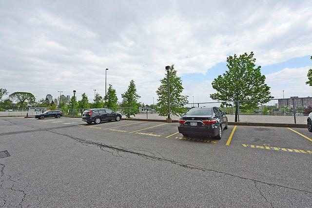 Condo Apartment at 115 Hillcrest Ave, Unit 1413, Mississauga, Ontario. Image 13