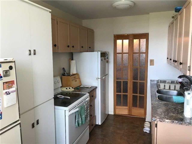 Condo Apartment at 21 Knightsbridge Rd N, Unit 1102, Brampton, Ontario. Image 3