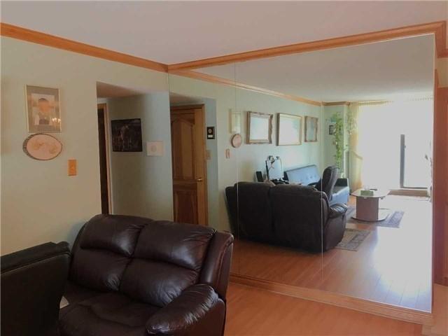 Condo Apartment at 21 Knightsbridge Rd N, Unit 1102, Brampton, Ontario. Image 4