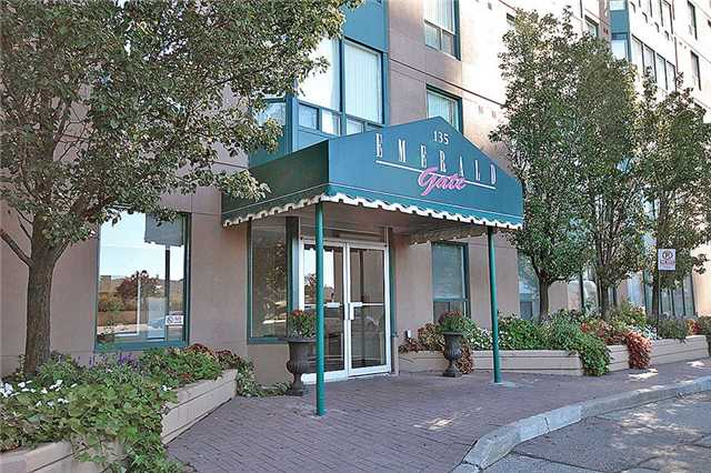 Condo Apartment at 135 Hillcrest Ave, Unit 2209, Mississauga, Ontario. Image 1