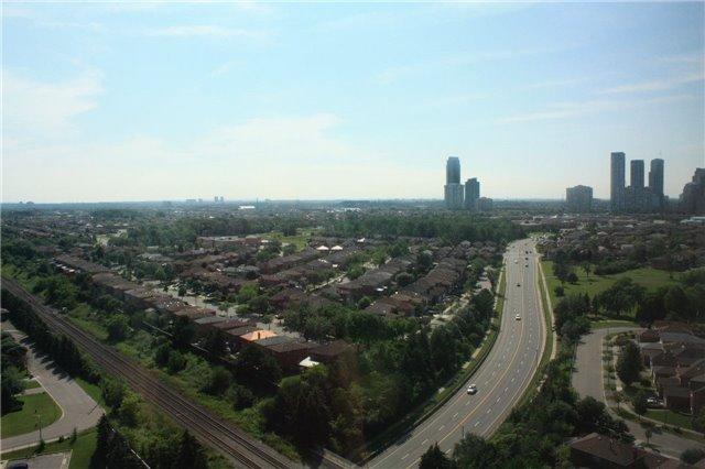 Condo Apartment at 135 Hillcrest Ave, Unit 2209, Mississauga, Ontario. Image 4