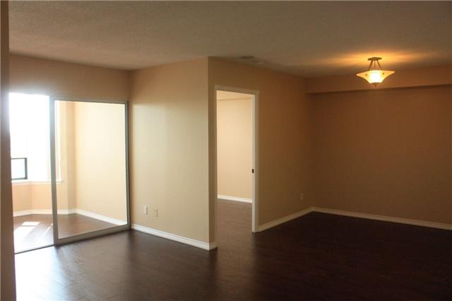 Condo Apartment at 135 Hillcrest Ave, Unit 2209, Mississauga, Ontario. Image 5