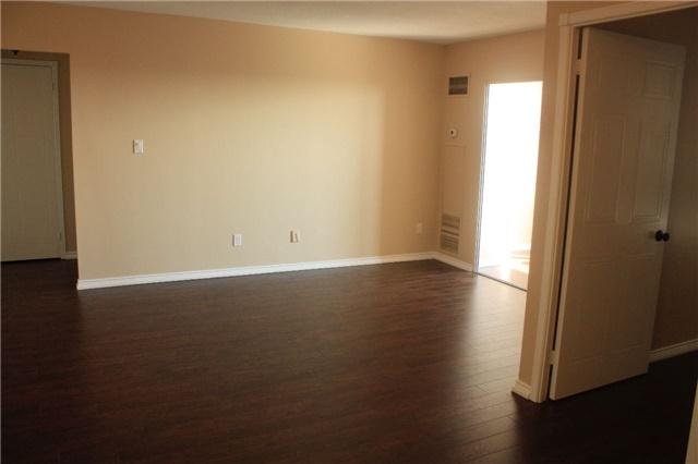 Condo Apartment at 135 Hillcrest Ave, Unit 2209, Mississauga, Ontario. Image 6