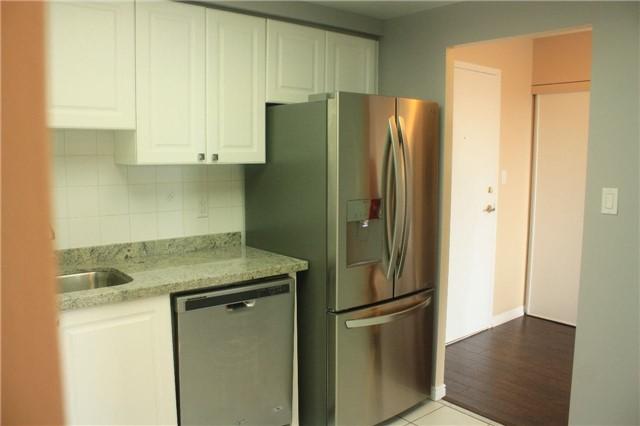 Condo Apartment at 135 Hillcrest Ave, Unit 2209, Mississauga, Ontario. Image 7