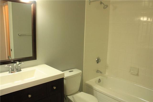 Condo Apartment at 135 Hillcrest Ave, Unit 2209, Mississauga, Ontario. Image 11