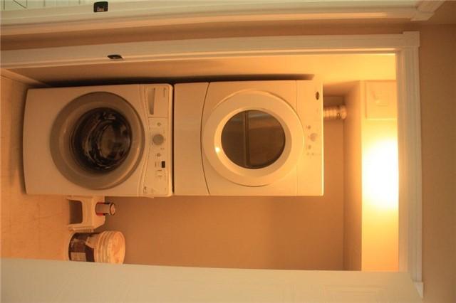 Condo Apartment at 135 Hillcrest Ave, Unit 2209, Mississauga, Ontario. Image 2