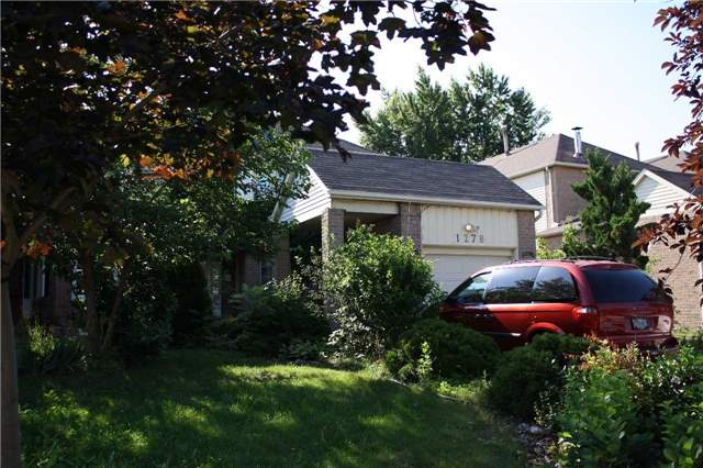 Link at 1278 Barberry Green, Oakville, Ontario. Image 1