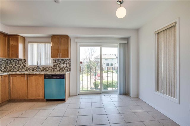 Condo Townhouse at 4950 Albina Way, Unit 38, Mississauga, Ontario. Image 17