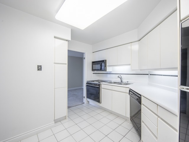 Condo Apartment at 1 Palace Pier Crt, Unit 1102, Toronto, Ontario. Image 12