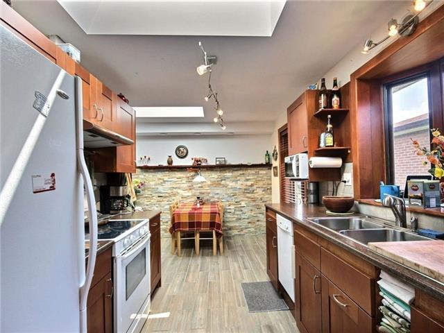 Semi-detached at 3594 Broomhill Cres, Mississauga, Ontario. Image 5