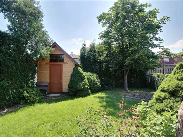Semi-detached at 3594 Broomhill Cres, Mississauga, Ontario. Image 4