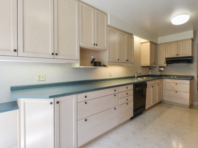 Detached at 2211 Stillmeadow Rd, Mississauga, Ontario. Image 14