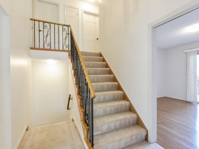 Detached at 2211 Stillmeadow Rd, Mississauga, Ontario. Image 16