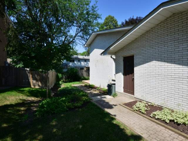 Detached at 2211 Stillmeadow Rd, Mississauga, Ontario. Image 9
