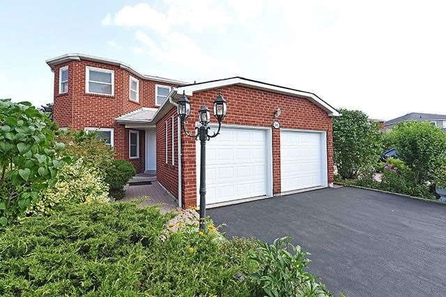 Detached at 300 Rockcliffe Gdns, Mississauga, Ontario. Image 1