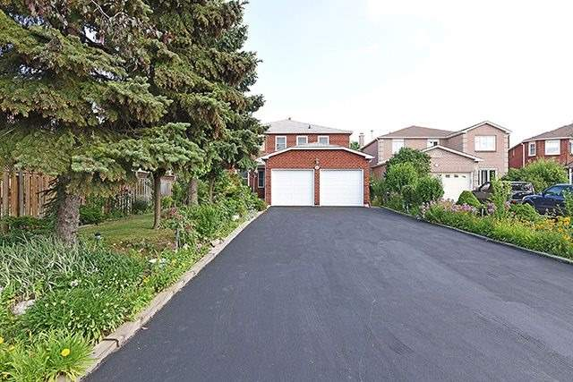 Detached at 300 Rockcliffe Gdns, Mississauga, Ontario. Image 12