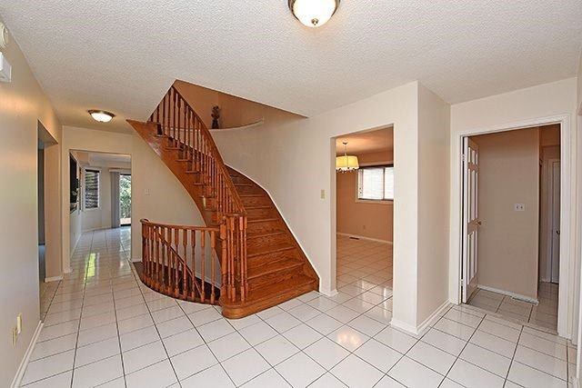 Detached at 300 Rockcliffe Gdns, Mississauga, Ontario. Image 14