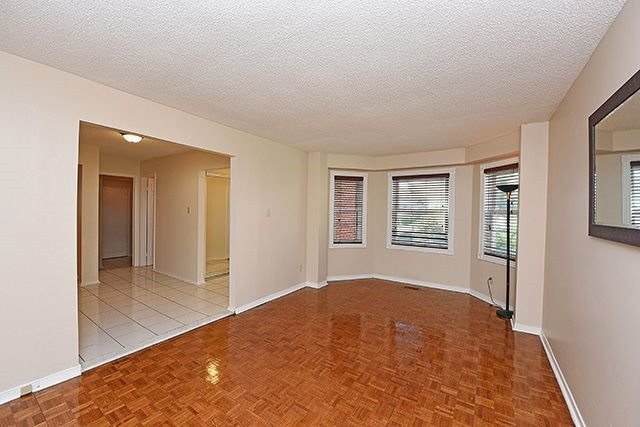 Detached at 300 Rockcliffe Gdns, Mississauga, Ontario. Image 15