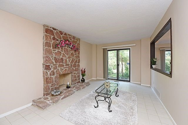 Detached at 300 Rockcliffe Gdns, Mississauga, Ontario. Image 16