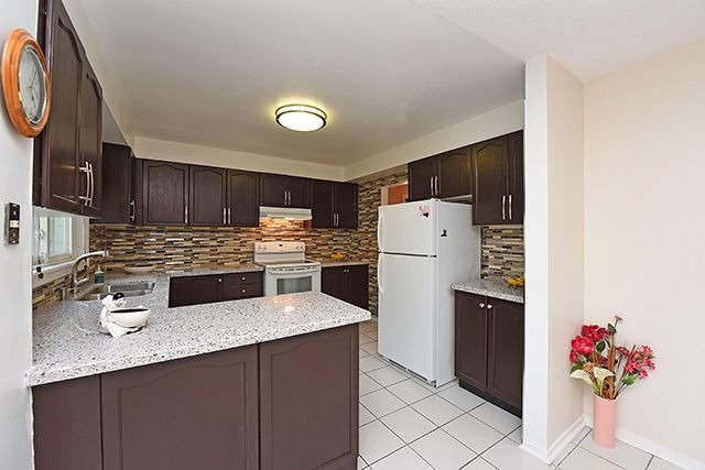 Detached at 300 Rockcliffe Gdns, Mississauga, Ontario. Image 17
