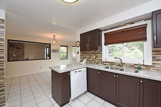 Detached at 300 Rockcliffe Gdns, Mississauga, Ontario. Image 18