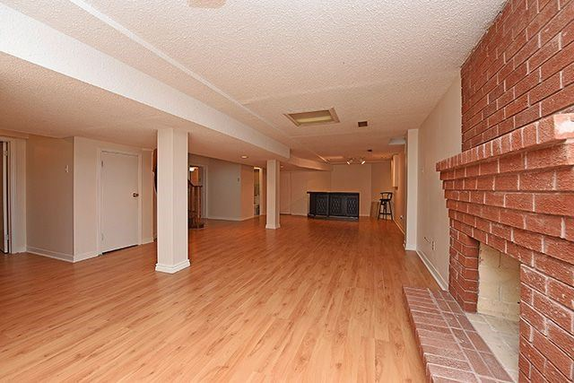 Detached at 300 Rockcliffe Gdns, Mississauga, Ontario. Image 8