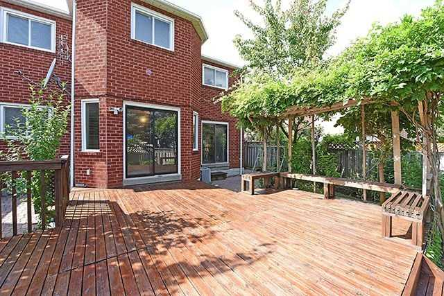 Detached at 300 Rockcliffe Gdns, Mississauga, Ontario. Image 11