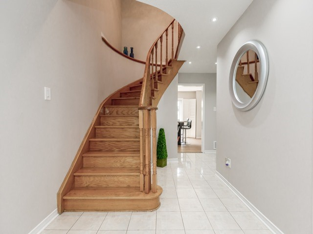 Detached at 1136 Springwater Cres, Mississauga, Ontario. Image 14