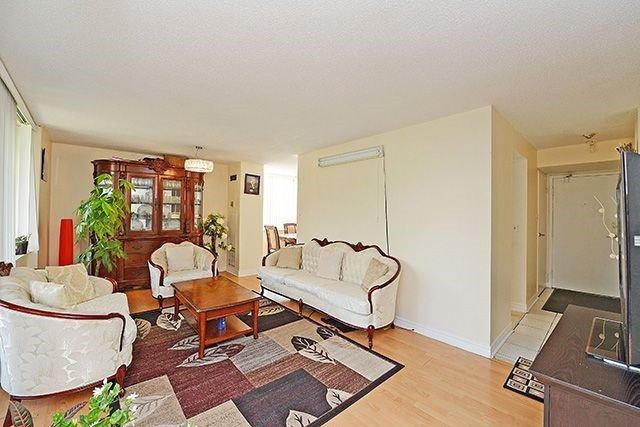 Condo Apartment at 10 Markbrook Lane, Unit 212, Toronto, Ontario. Image 15