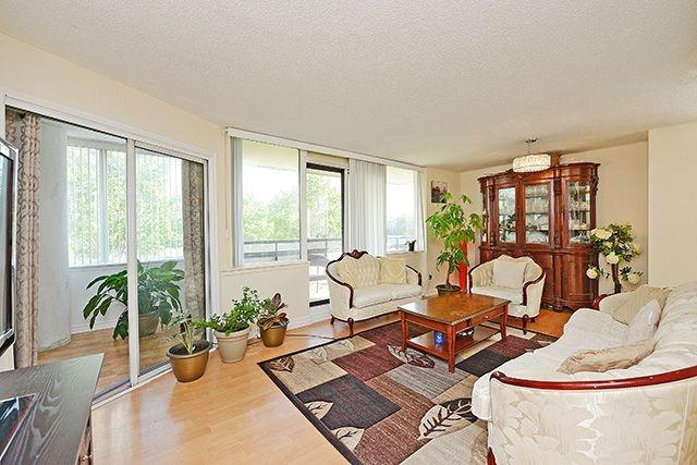 Condo Apartment at 10 Markbrook Lane, Unit 212, Toronto, Ontario. Image 16